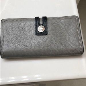 Michael Kors wallet to match the handbag.